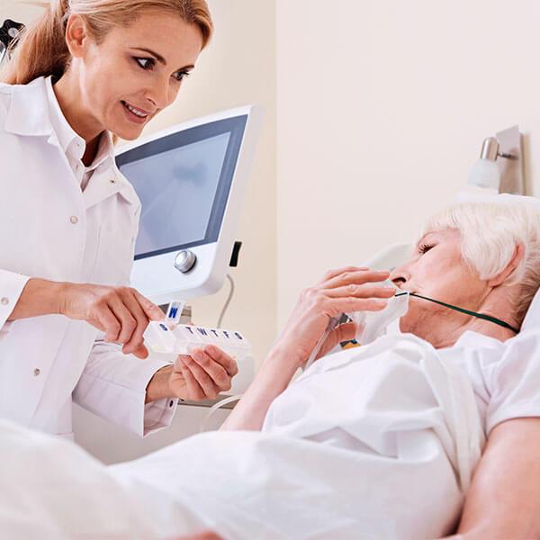 Especialista en enfermería en la unidad de cuidados intensivos online