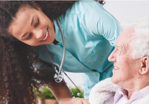 Enfermera con un paciente