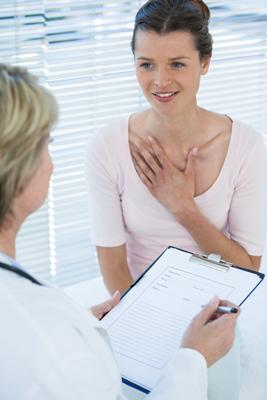 Los profesionales de la salud diagnostican la vigorexia con preguntas al paciente.