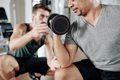 Para prevenir la vigorexia es recomendable que los ejercicios que hagamos sea supervisados por un entranador personal.