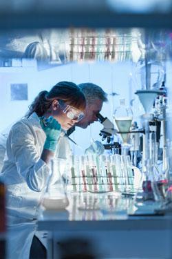 Científicos en un laboratorio