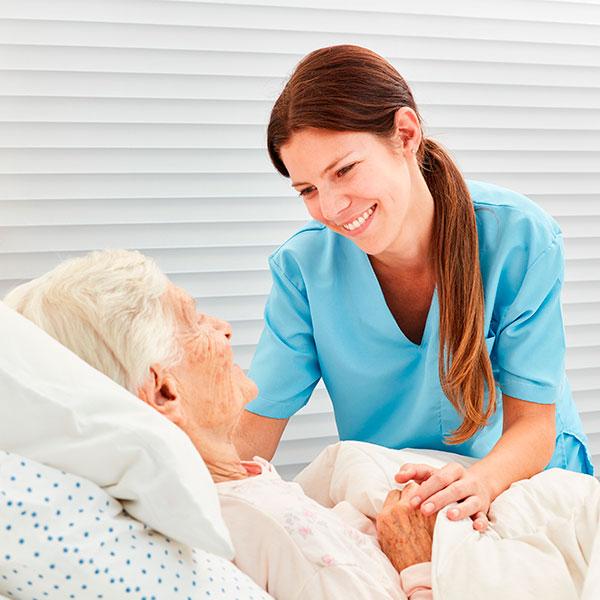 Especialista en enfermería geriátrica online